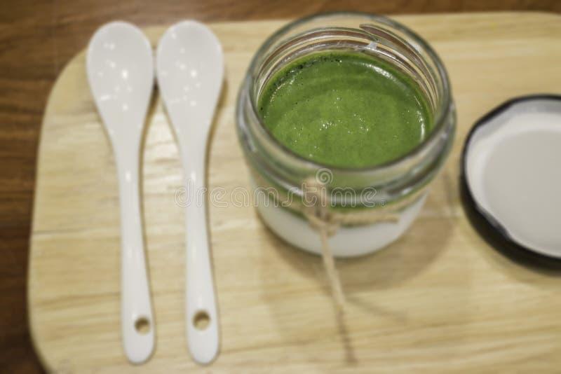 Dessert fait maison de mousse de th? vert de Matcha photo libre de droits