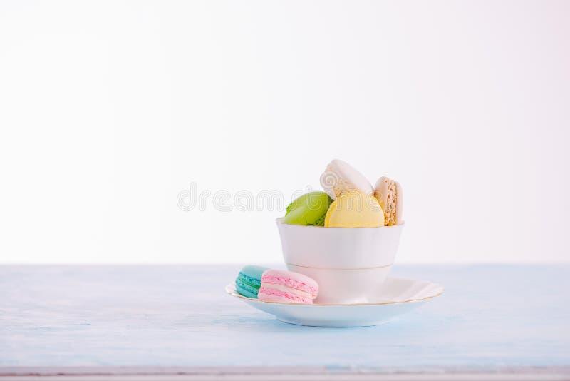Dessert francese delizioso Macaron pastello variopinto o macaro del dolce fotografie stock