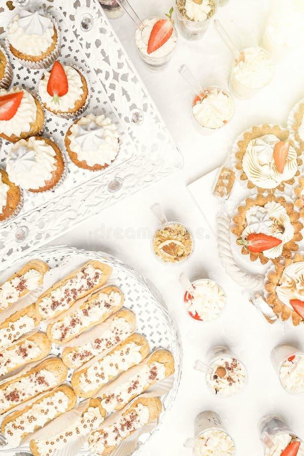 Dessert Heerlijke cupcake op de lijst royalty-vrije stock foto