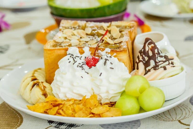 Dessert, het Roomijs van de Kantaloepmeloen of Bingsu stock afbeeldingen