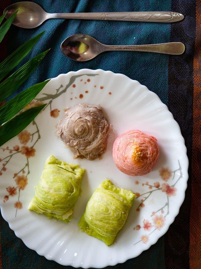 Dessert, Kleurrijke Chinese Gebakjes of maancakes stock afbeeldingen