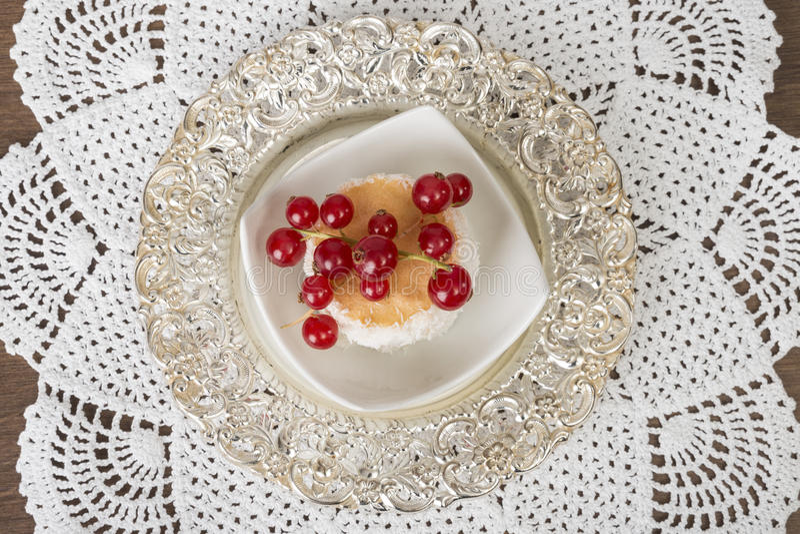 Dessert luxueux du plat argenté photo stock