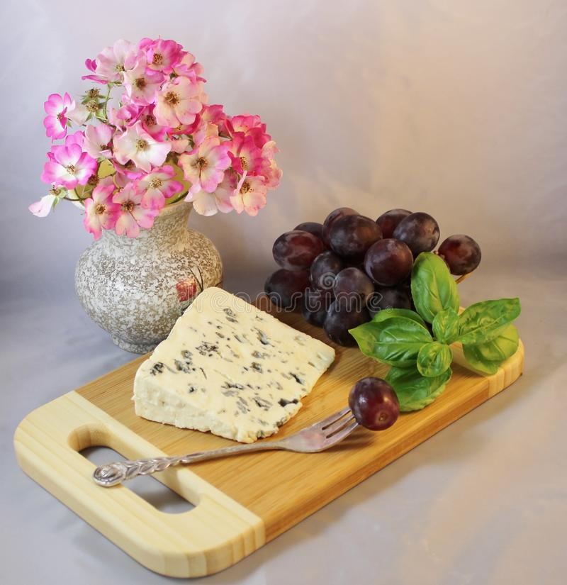 Dessert met kaas en druiven stock foto's