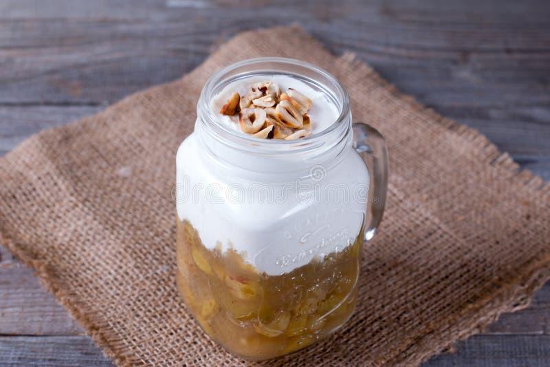 Dessert met roomkaas in glaskruik royalty-vrije stock afbeeldingen