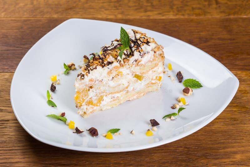Dessert Morceau de tarte avec l'orange et la banane photographie stock libre de droits