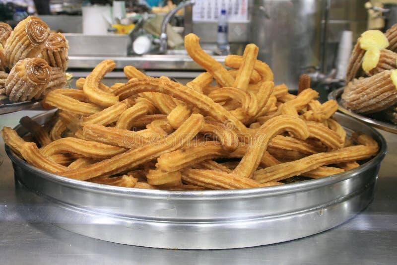 Dessert spagnolo famoso - Churros immagine stock