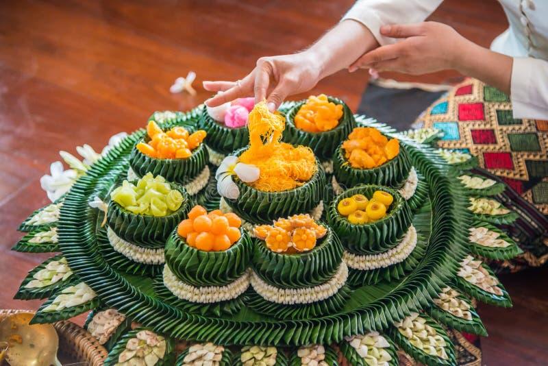Dessert tailandese di Variuos sulla ciotola e sul piatto immagini stock libere da diritti