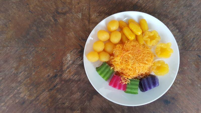 Dessert tha?landais : 5 fils d'or Thongbib, Tong Yord images stock