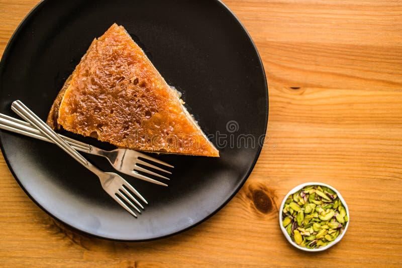 Dessert tradizionale turco Ekmek Kadayifi/budino del pane fotografie stock