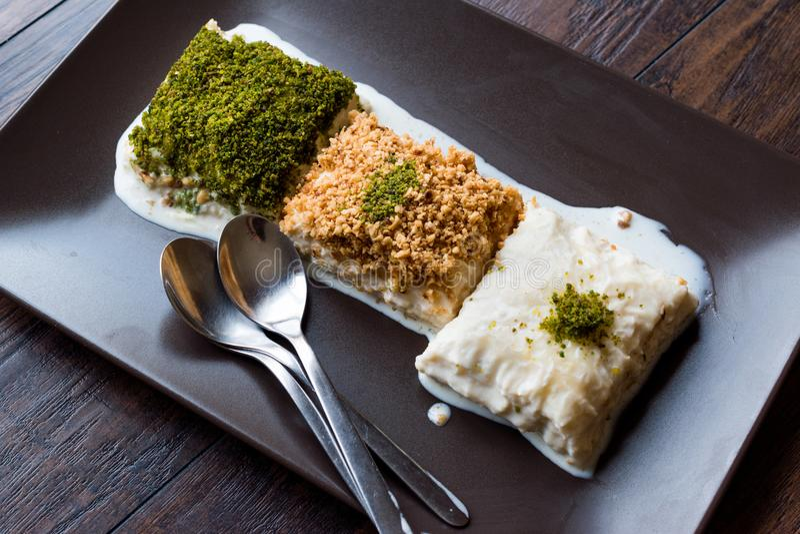 Dessert turc Sutlava de lait fait avec Gullac et pâte de baklava de laiterie image stock