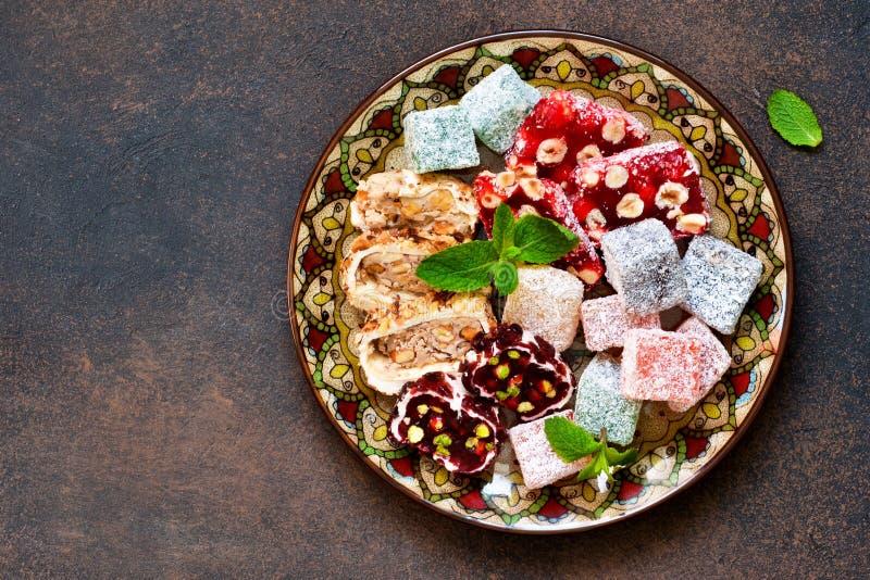 Dessert turco nazionale Piatto con i vari pezzi di turco fotografia stock libera da diritti
