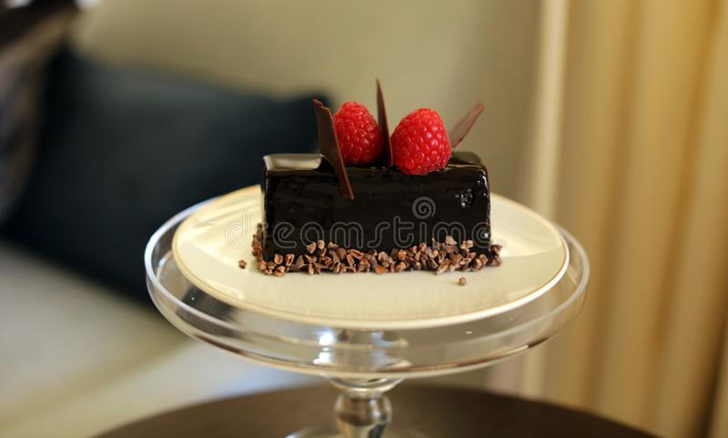 Dessert van de premie het hete cake met hete chocolava binnen uitstekend snoepje, de unieke keuken van de luxemaaltijd in VIP gas stock foto's