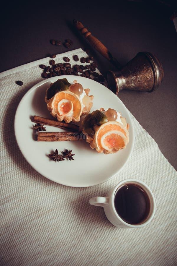 Dessert van romige mufins stock foto's