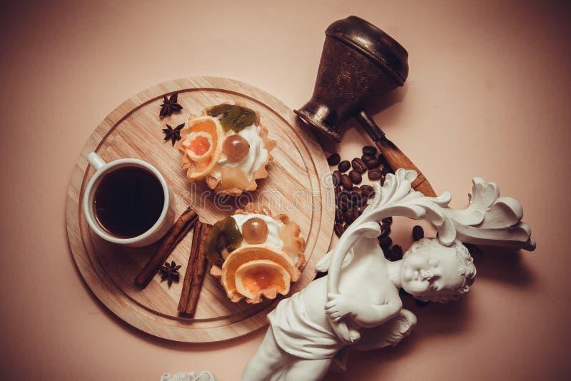 Dessert van romige mufins stock fotografie