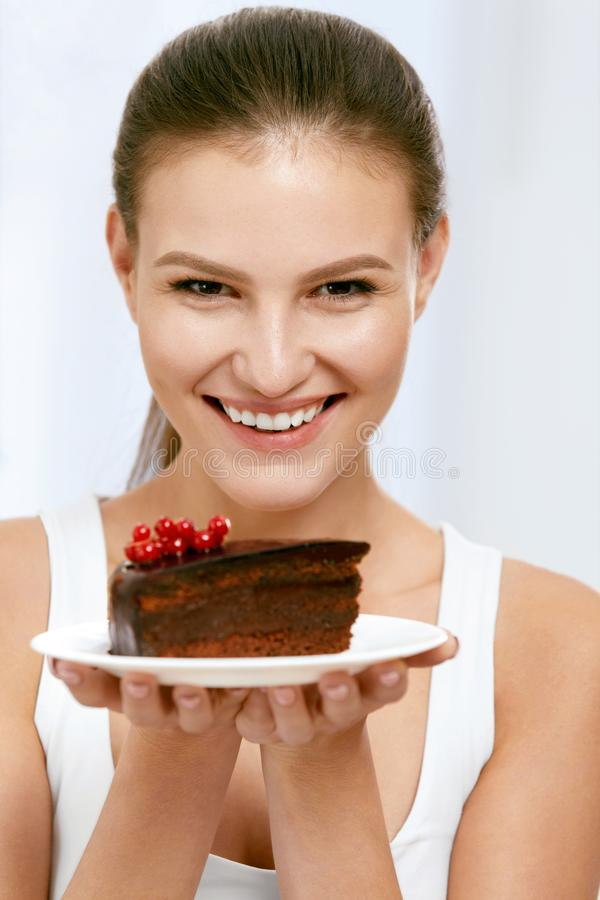 Dessert Vrouw die chocoladecake eten stock fotografie