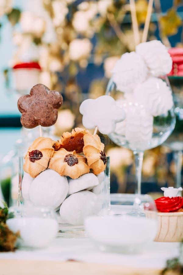 Dessert Zoete Smakelijke Heemst en Koekjes in Suikergoedbar op Tabl royalty-vrije stock afbeeldingen