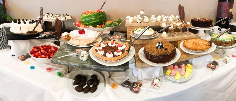 Dessertpost bij een Buffet stock afbeeldingen