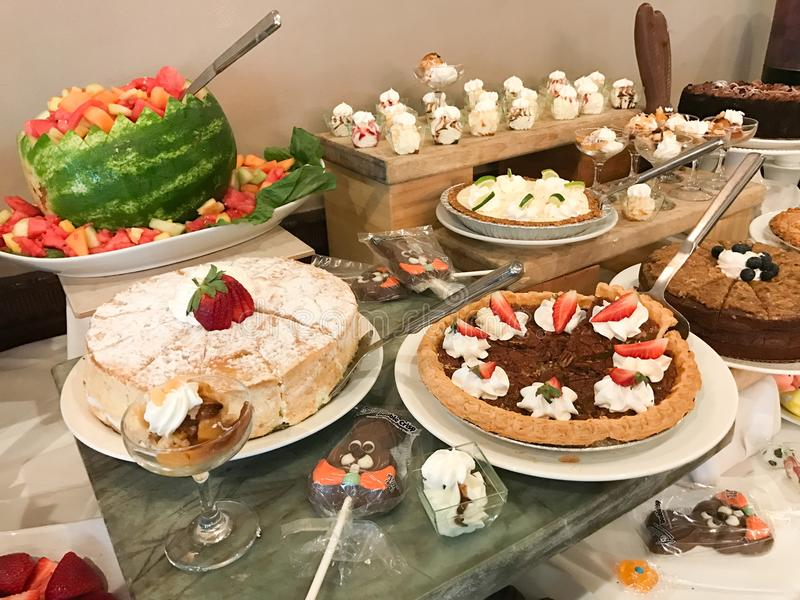 Dessertpost bij een Buffet stock afbeelding