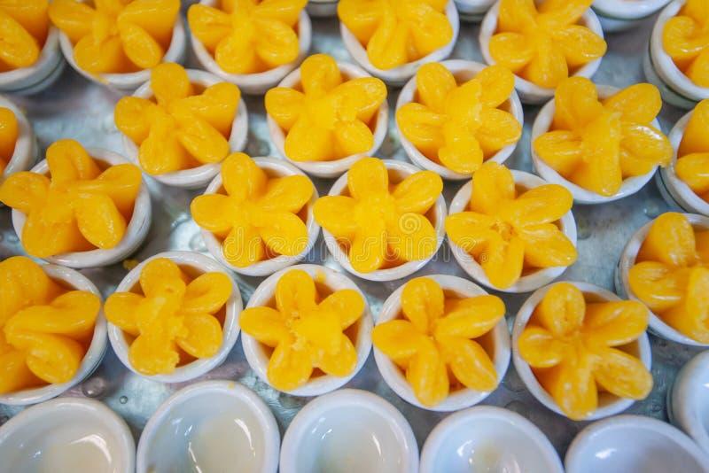 Desserts thaïlandais Khanom thaïlandais, tasse de jaune d'oeuf ou Tong Yip douce, photos libres de droits