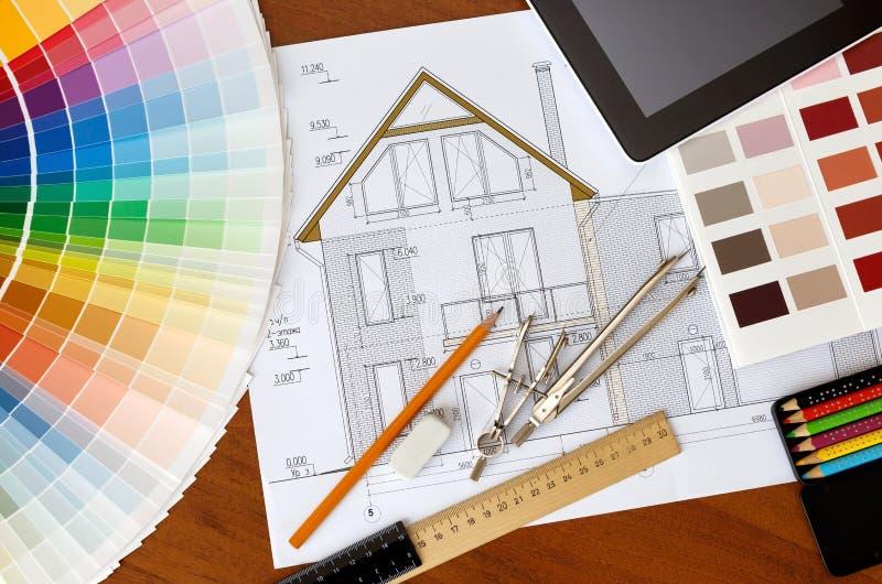 Dessin architectural, guide de deux palettes de couleurs, crayons et règle photographie stock