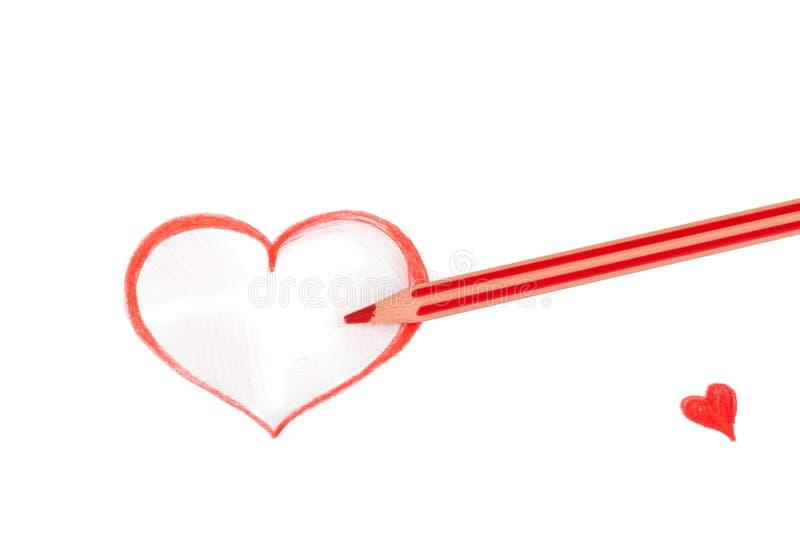 Dessin au crayon rouge de coeur d'isolement sur le blanc image libre de droits