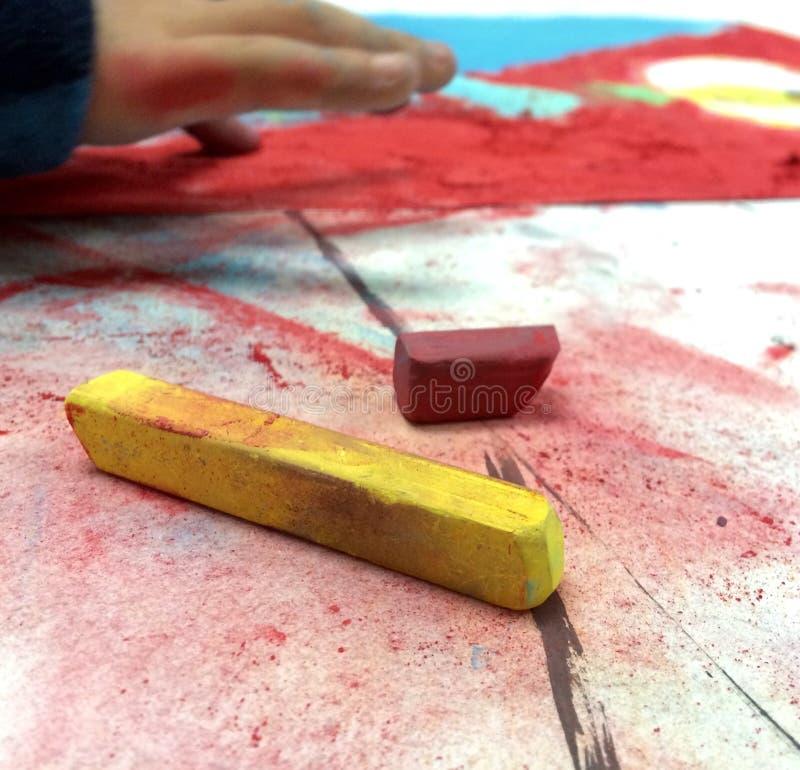 Dessin de doigt avec des pastels photo stock