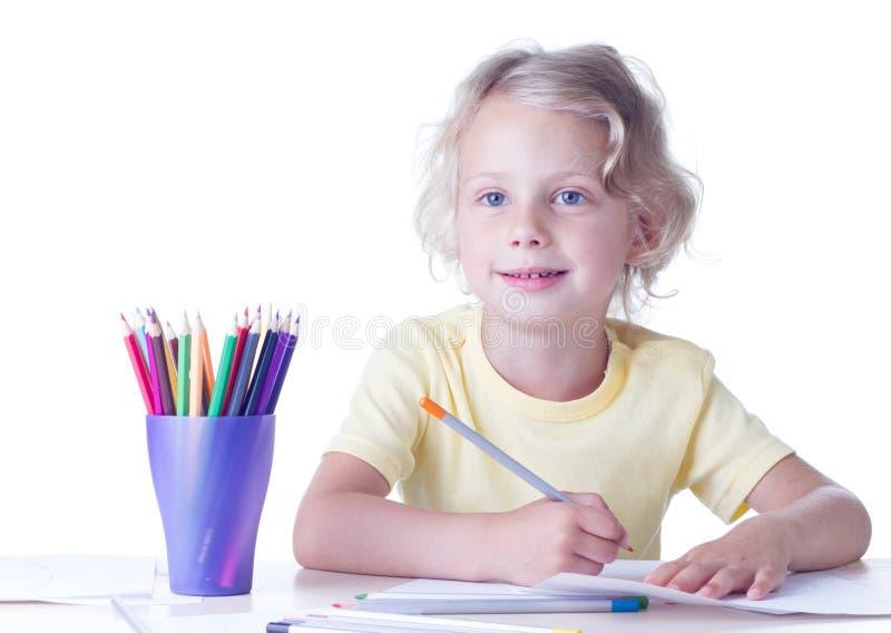 Dessin de fille avec des crayons photo libre de droits