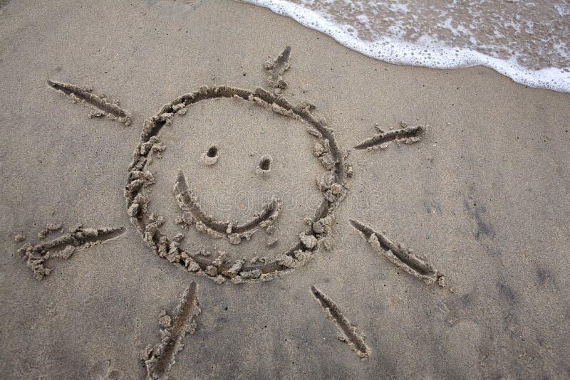 Dessin de Sun en sable - coupure de ressort photos stock