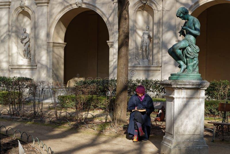 Dessin sous la statue du Saint Pierre de Palais photos libres de droits