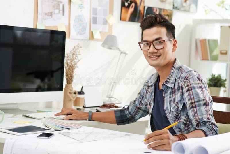 Dessinateur d'intérieurs vietnamien photos stock