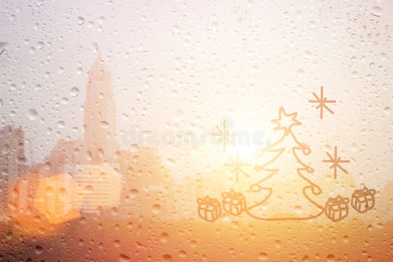 Dessinez le jour d'arbre et de cadeau de Noël sur la fenêtre images libres de droits