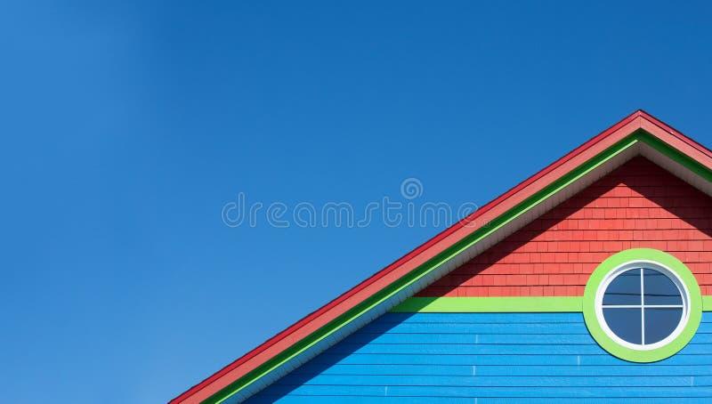 Dessus bleu de toit en île de Magdalein dans le Canada images libres de droits