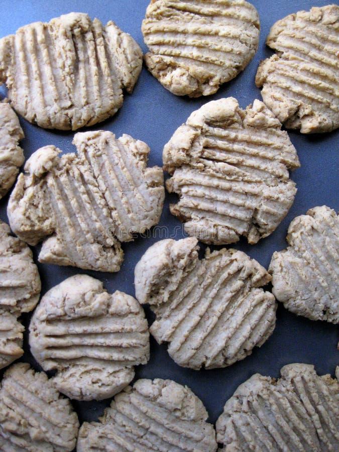 Dessus de biscuits d'arachide de blé entier - verticale de fond photos libres de droits