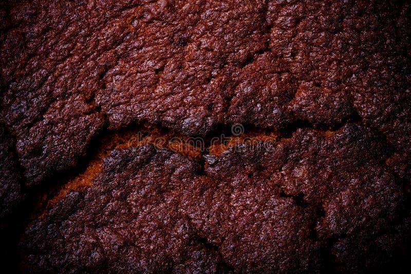 Download Dessus De Gâteau De Chocolat Frais Avec Des Fissures Toned Photo stock - Image du croûte, gâteau: 77151812