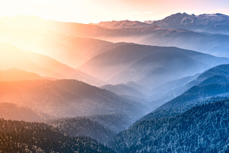 Dessus de montagne au temps de matin photographie stock