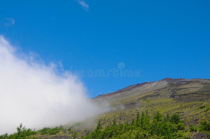 Dessus de Mt Fuji du clou de 2400m au-dessus de la montagne Mt Fuji est la montagne la plus célèbre au Japon La saison pour la ha images stock