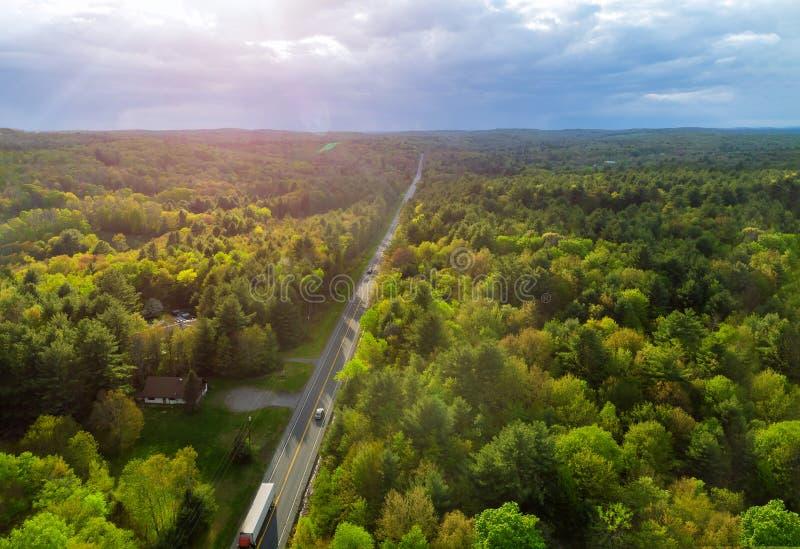 Dessus de Pennsylvania' ; paysage rural de montagnes de s Pocono une route rurale image stock