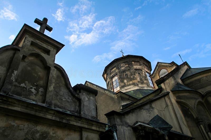 Dessus de plan rapproché d'église arménienne antique avec la croix photographie stock