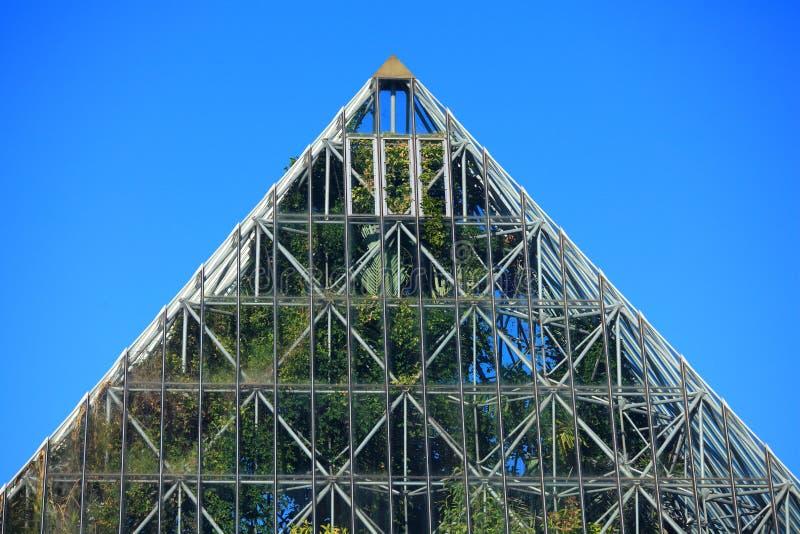 Dessus de pyramide de serre photographie stock