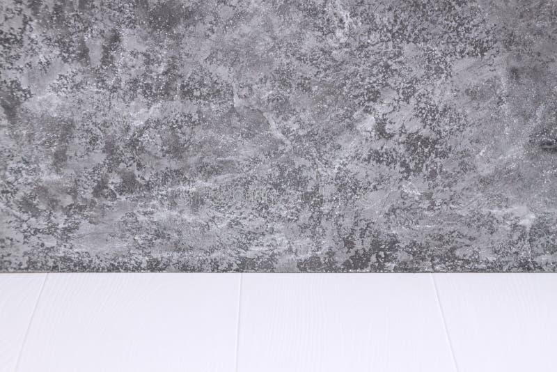 Dessus de table en bois sur le fond blanc images libres de droits