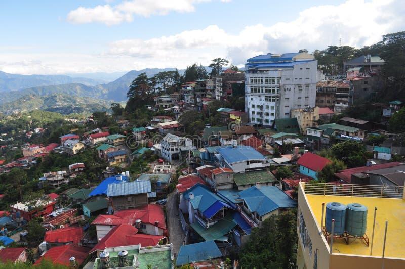 Dessus de toit colorés dans la ville de Baguio, Philippines photographie stock