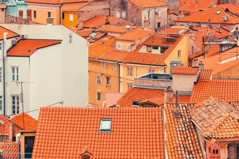 Dessus de toit de Piran images stock
