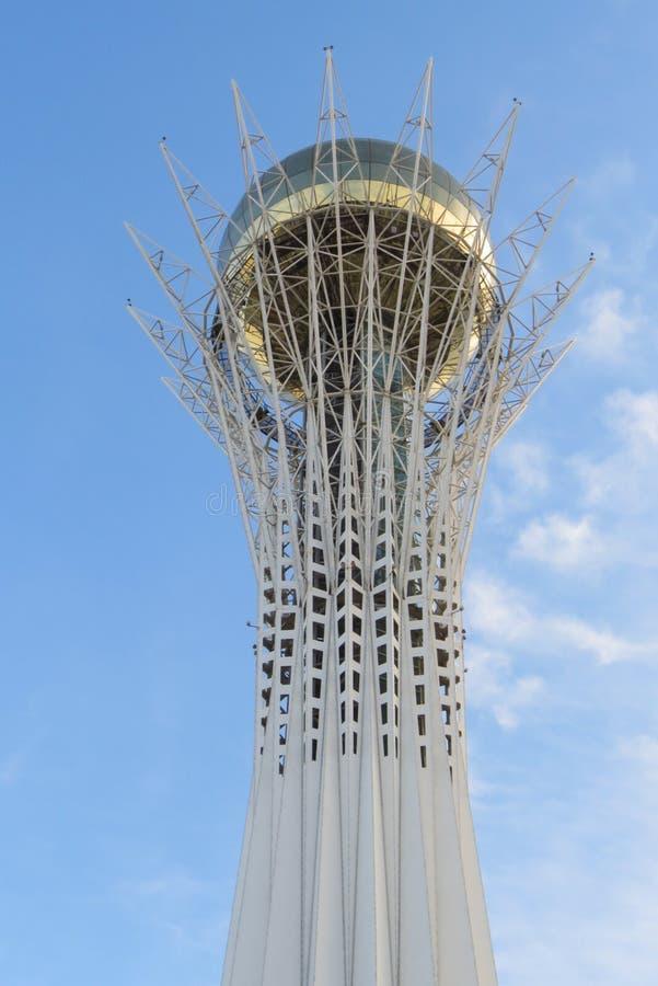 Dessus de tour de Baiterek Le monument a été ouvert en 2002 Symbole d'une nouvelle étape pendant la vie des personnes de Kazakhst image stock