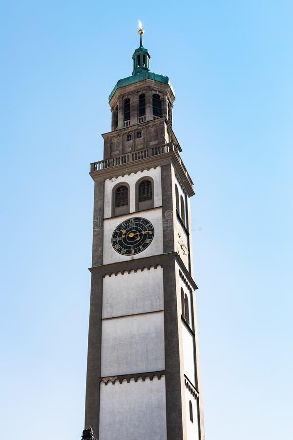 Dessus de tour d'horloge de Perlachturm à Augsbourg images libres de droits
