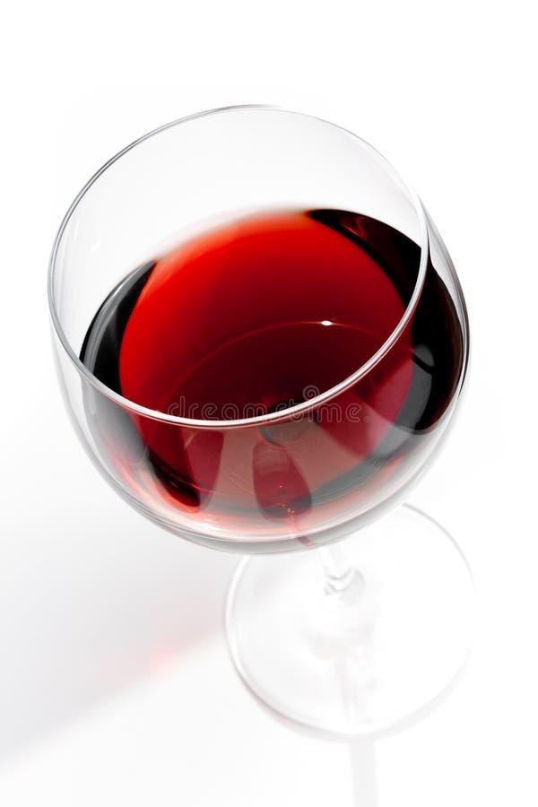 Dessus de vue de verre de vin rouge sous la lumière quotidienne image libre de droits