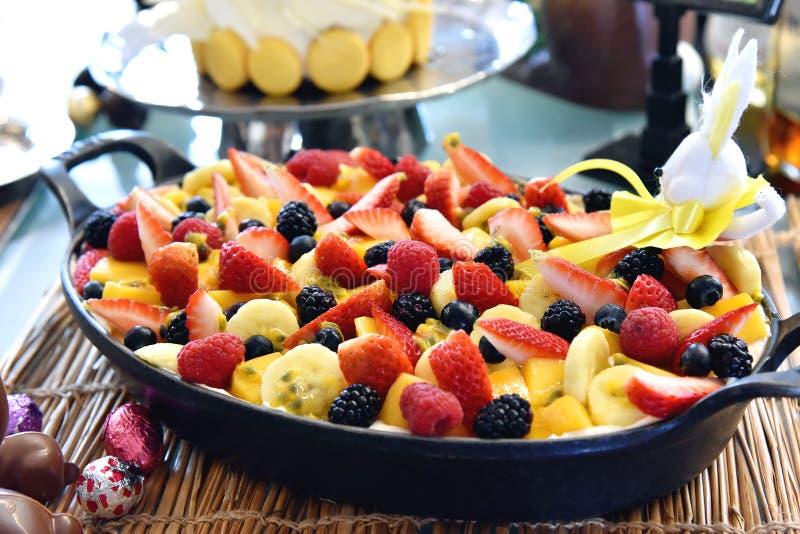Dessus doux de dessert avec des baies, fruit frais organique photographie stock