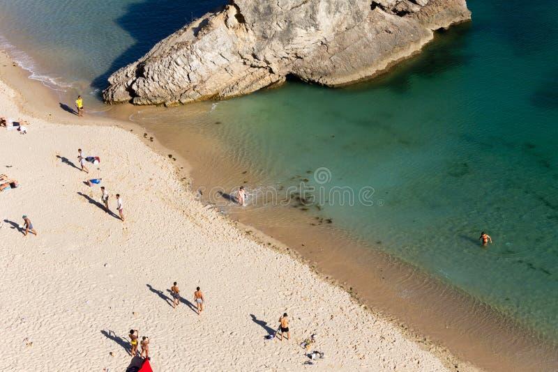 Dessus-vue des personnes sur la plage photos stock