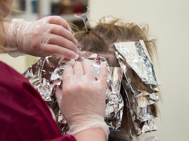 Destaques do cabelo no salão de beleza foto de stock royalty free