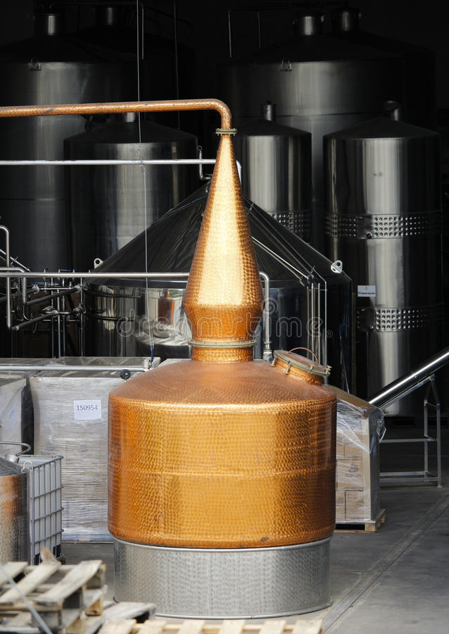 Destilador de cobre do Alembic fotos de stock