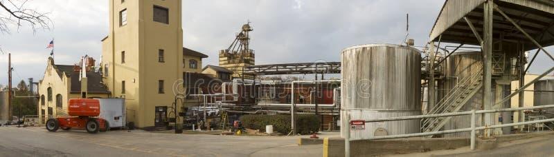 Destilería de la fábrica de Borbón de cuatro rosas imagen de archivo